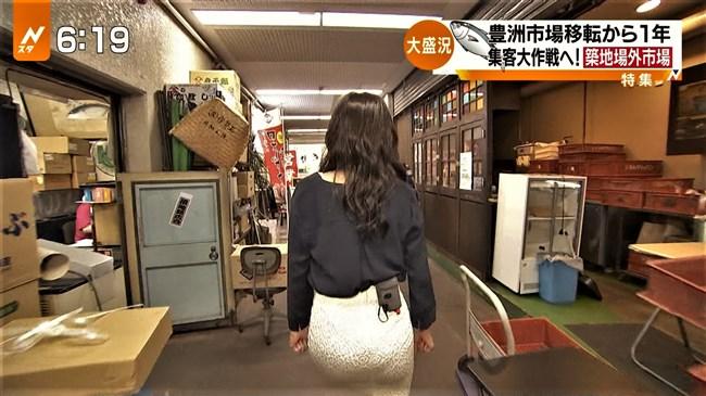 伊東楓~Nスタでのレポートでタイトスカート姿でヒップに食い込むパン線がエロい!0006shikogin