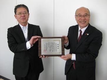 大阪地下街株式会社様に中央共同募金会会長感謝楯を伝達いたしました。