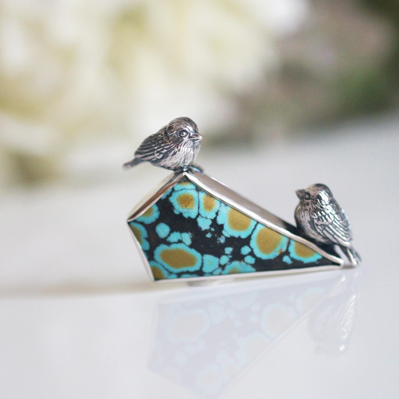 2羽の小鳥とジラフターコイズブローチ