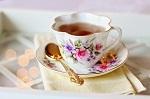 飲み物-華やかなティーカップと紅茶