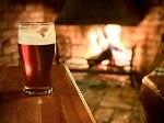 飲み物-エールと暖炉の火