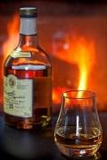 飲み物-暖炉とウイスキー