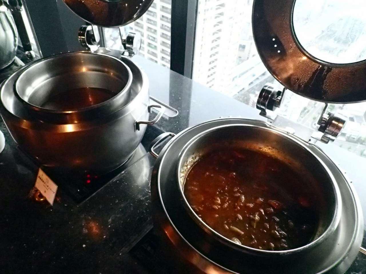 ホテル淡路島産オニオンスープ、特製神戸牛筋入りカレー