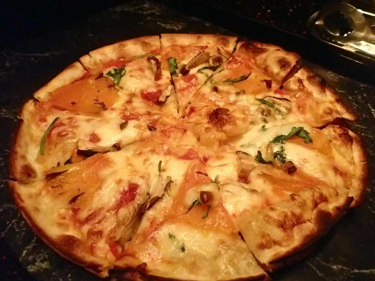 茸・南瓜・春菊のピザ