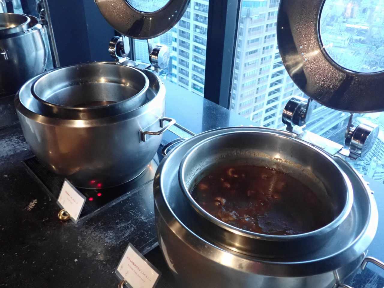 ホテル特製神戸牛すじ入り特製カレー、淡路産たまねぎのオニオンスープ