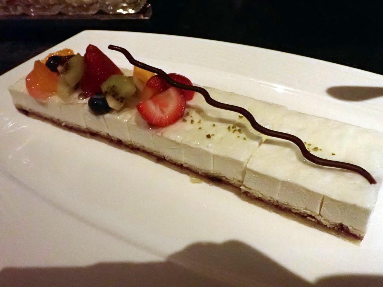レリエルプリモニション ブルーベリージャムとヨーグルトムースのケーキ