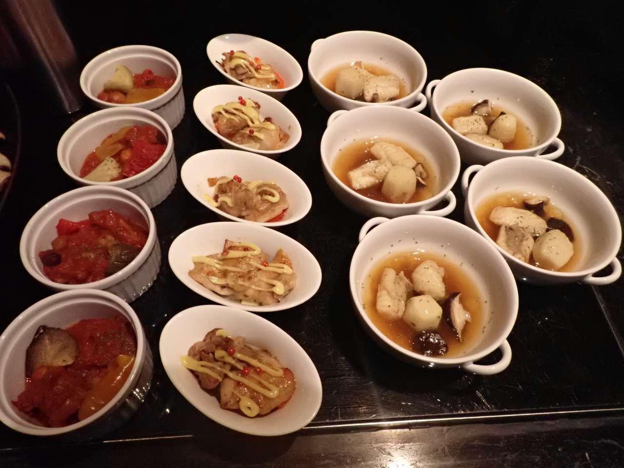 白身魚のブイヤベース、若鶏のオリエンタル、野菜たっぷりポークビーンズ
