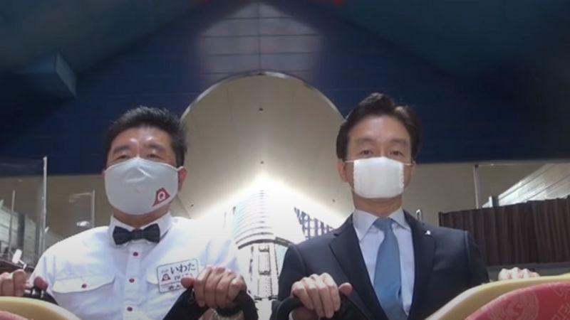 岩田大昌・富士急ハイランド社長(左)と堀内光一郎・富士急行社長