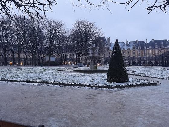 パリは雪 1月16日