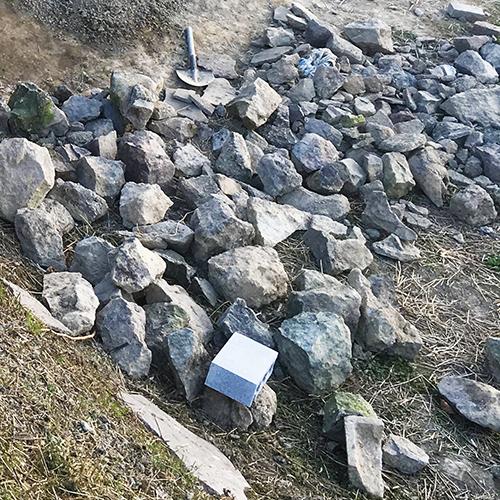 【DIY】畑にピザ窯とコンロを作る!① ~自然石と人口石の処理~①