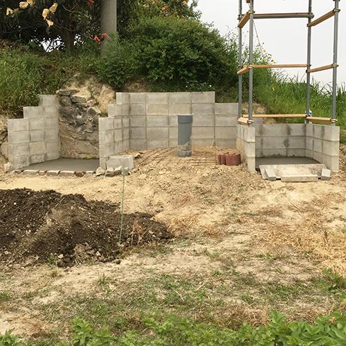 【DIY】畑に物置とトイレを作る! ~土留めを兼ねた階段を作る~①