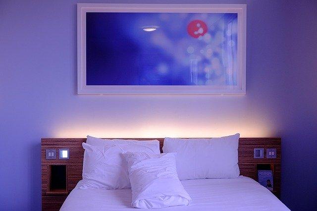 bedroom-1285156_640.jpg