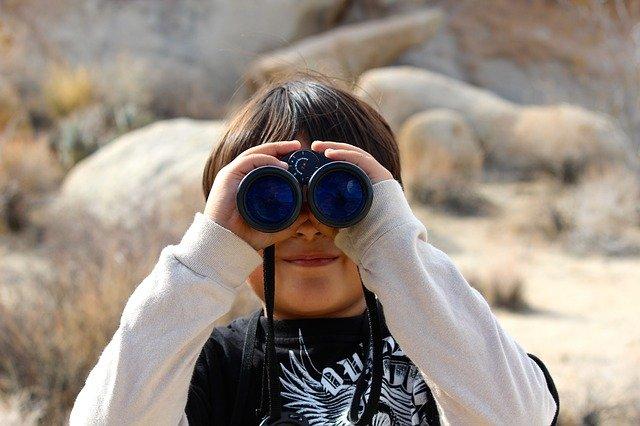 binoculars-100590_640.jpg