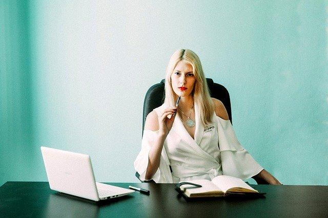 business-woman-3658400_640.jpg