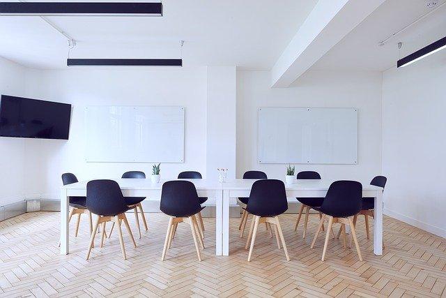 chairs-2181980_640.jpg