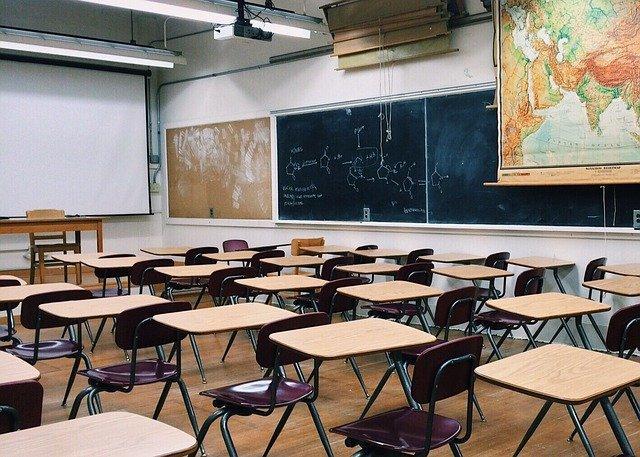 classroom-2093744_640.jpg