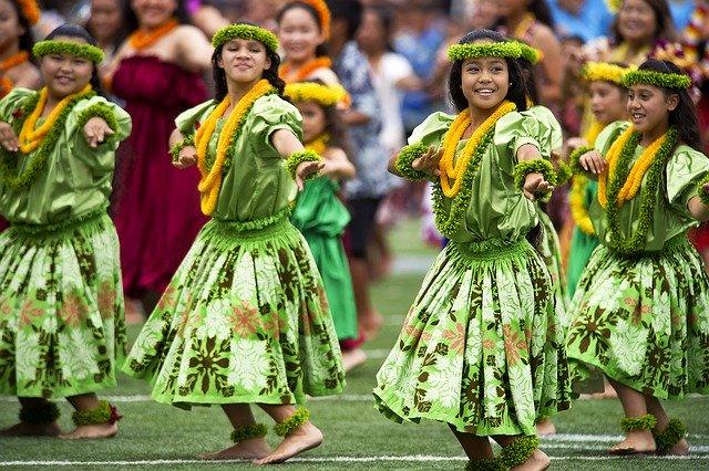 hawaiian-hula-dancers-377653_640.jpg