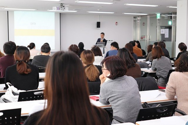 lecture-3986809_640.jpg