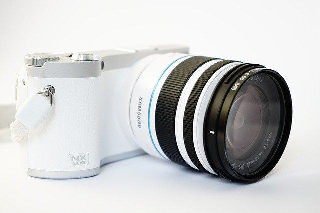 lens-272264_640.jpg