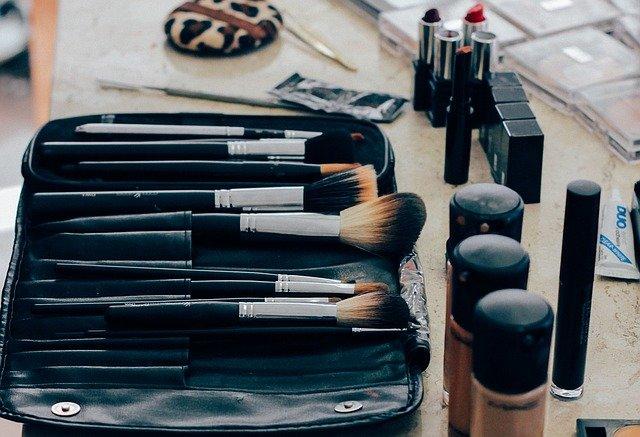 make-up-1209798_640.jpg