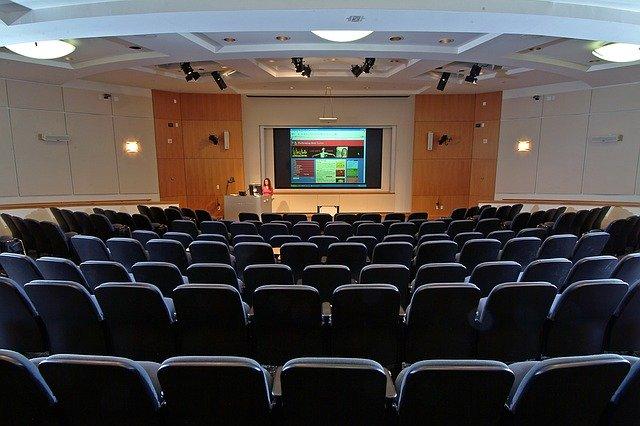 meeting-1423971_640.jpg