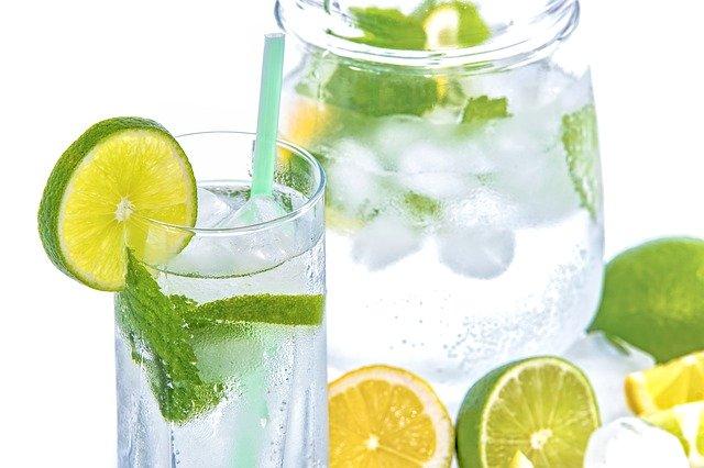 mineral-water-1532300_640.jpg