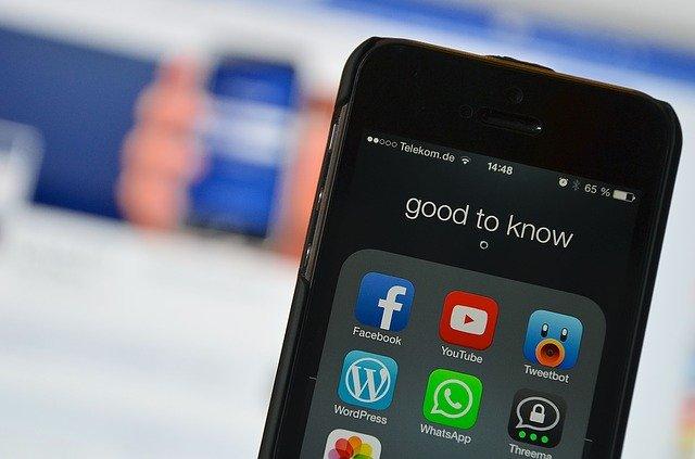 social-media-2201285_640.jpg