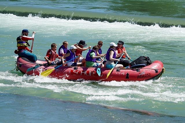 whitewater-rafts-820613_640.jpg