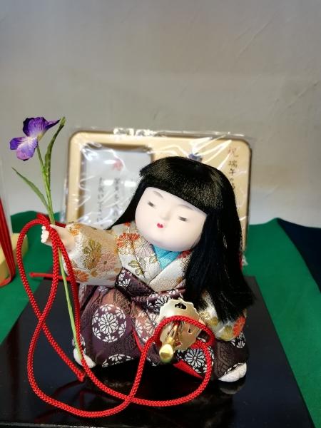 木目込み人形 あやめ太刀 間口15㎝×高さ15㎝×奥行17㎝ ¥16200