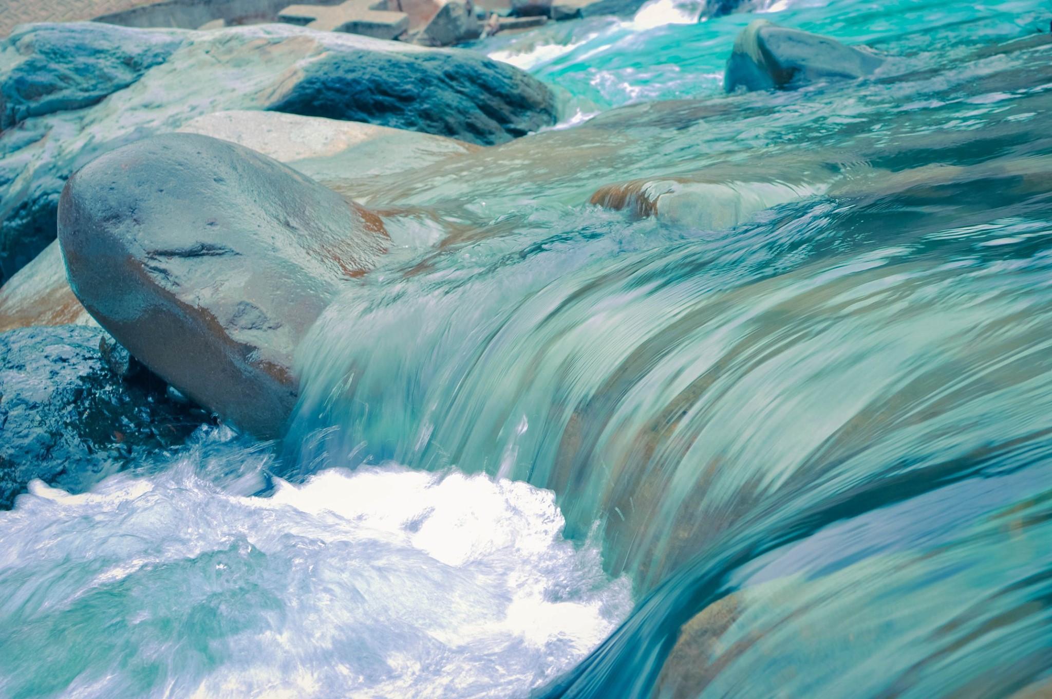 水に流れる