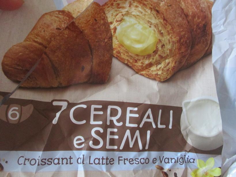 croissant_con_7cereali_e_crema_con_gelato_fior_di_latte_fragole_mirtilli9_210512