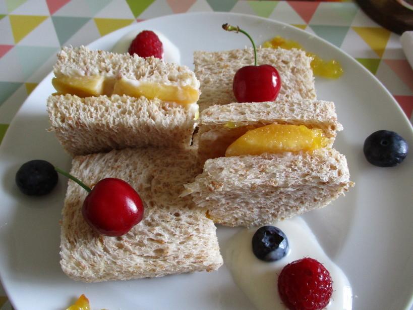 fruit_sand_con_pesca_gialla_yogurt_di_pesca3_200526