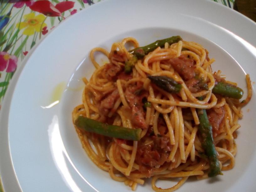 spaghetti_al_pomodoro_con_prosciutto_crudo_e_asparagi2_200505