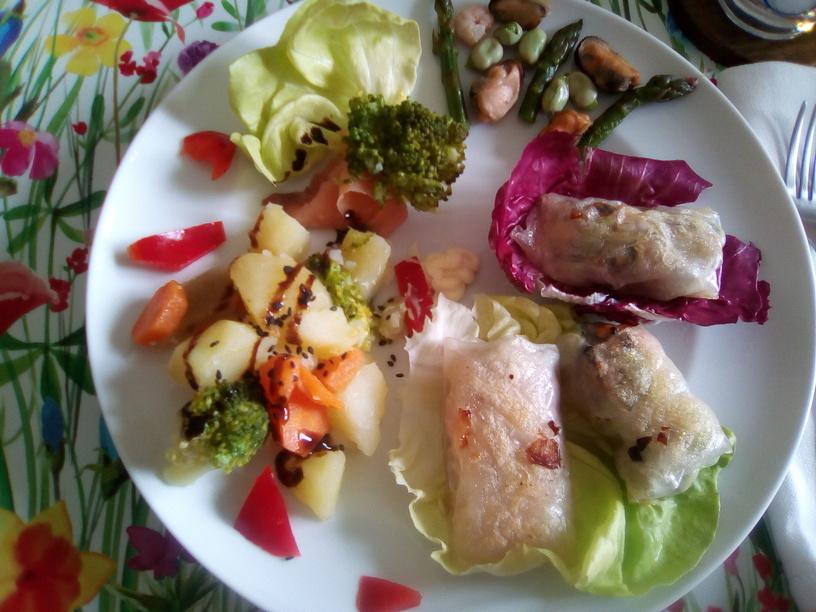 harumaki_con_salmone_asparagi_e_frutti_di_mare_fave2_200506