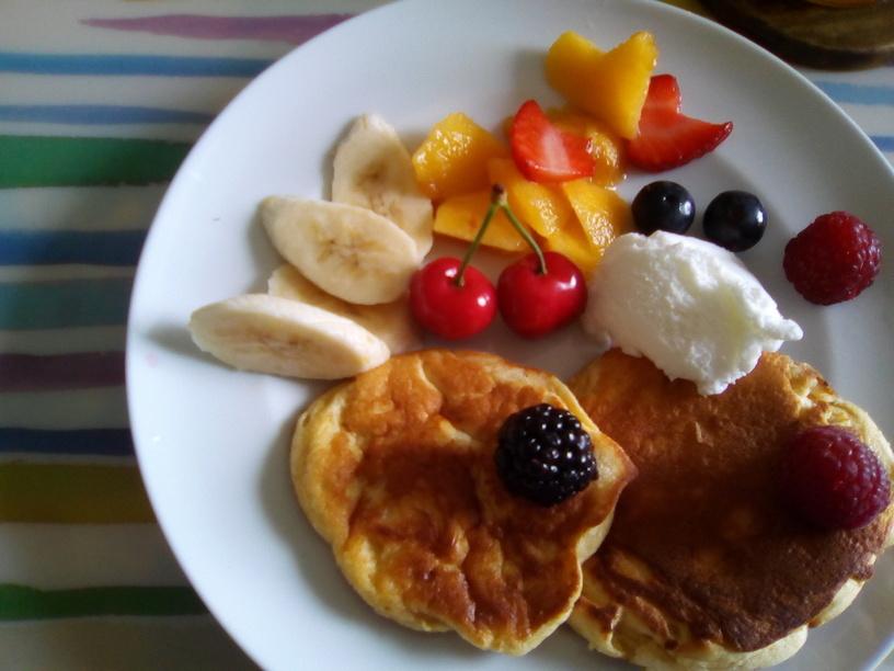 pancake_al_kinako_con_gelato_al_latte_e_frutta2_200516