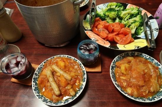 ソーセージと豚肉のトマト煮込み