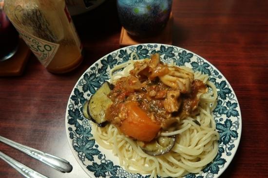 ソーセージと豚肉のトマト煮込みパスタ