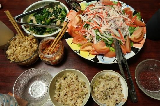 豆ご飯、カニカマサラダ、岩手清流鶏とほうれん草炒め