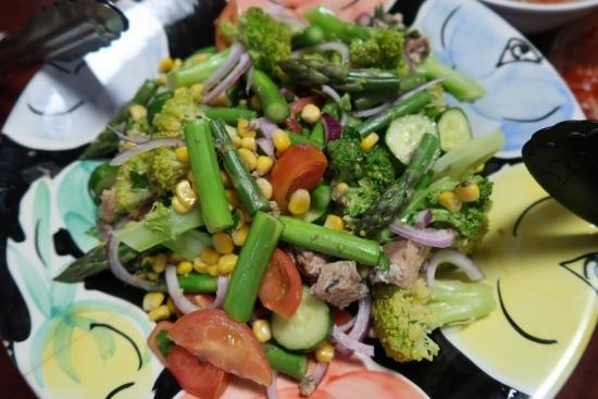 アスパラとブロッコリーとサバ缶のカラフルサラダ