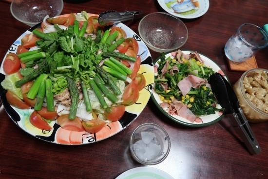 アスパラと合鴨燻製のサラダ、ほうれん草とベーコンのソテー