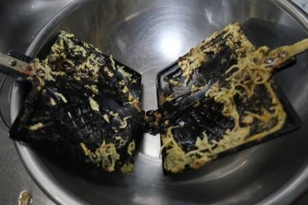 ホットサンドメーカーで梅蘭風焼きそばを作ろう(失敗例)
