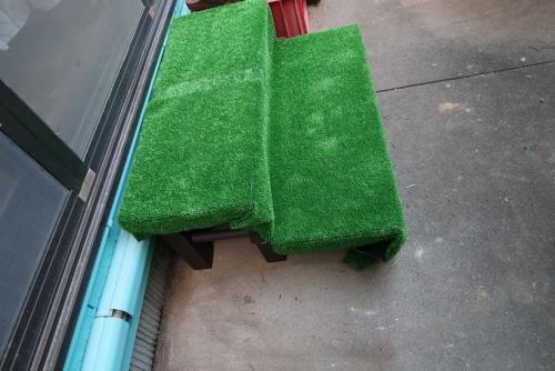 人工芝を貼ったよ!!
