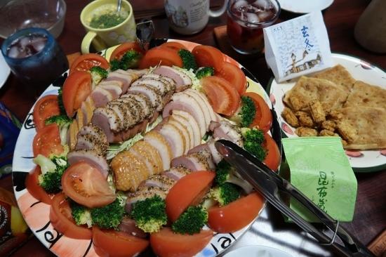 グラタンパイ玄冬、揚げおかき昆布蔵と合鴨燻製サラダ