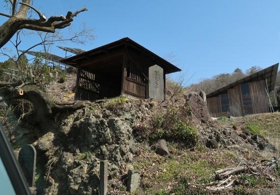 栃木 謎の祠と石碑