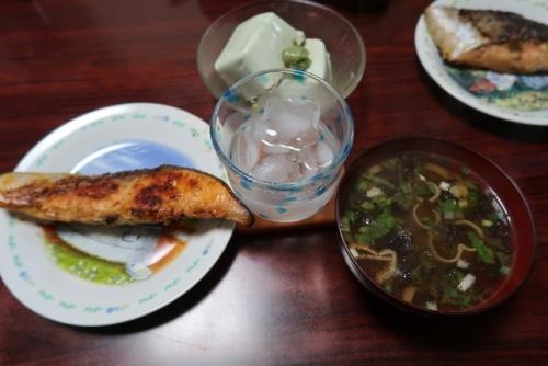 塩鮭、味噌汁、枝豆豆腐