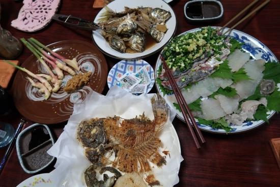 アジとカレイの刺身、カレイの骨せんべい、アジのあら煮、葉しょうが