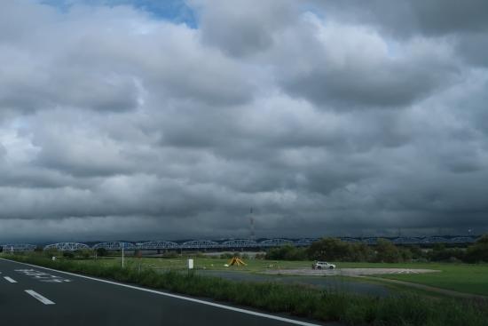 天竜川河川敷から見えた空