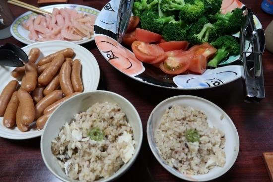 鯛めし、ボイルドソーセージ、ブロッコリー&トマト