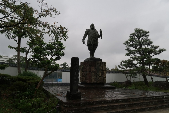 駿府城 大御所家康公像
