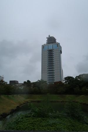 駿府城公園から静岡県庁舎別館
